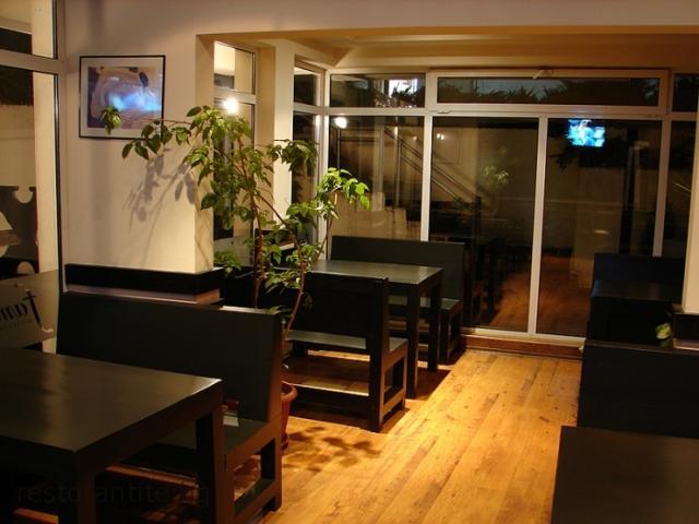 restaurants_21_4558317845